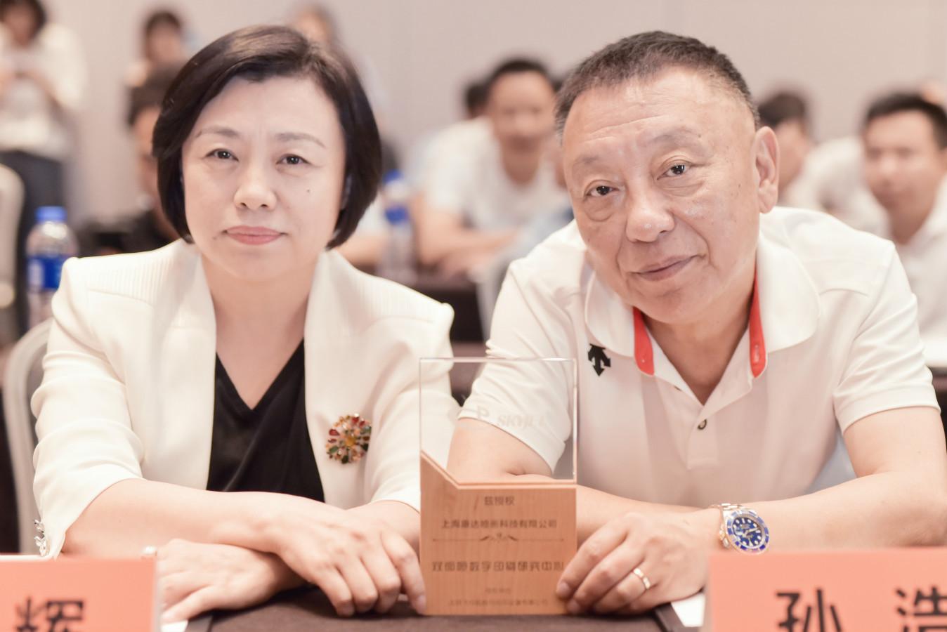 飞行船总经理和上海康达总经理合影